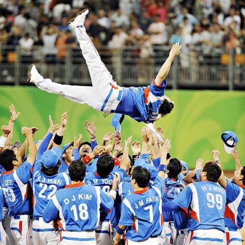 El manager Kim Kyung-Moon tras victoria 3-2 ante Cuba en los Juegos Olímpicos de Beijing 2008