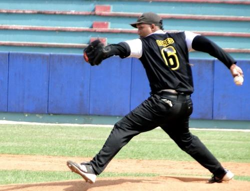 Leyan Lores, lanzador equipo de béisbol de Guantánamo