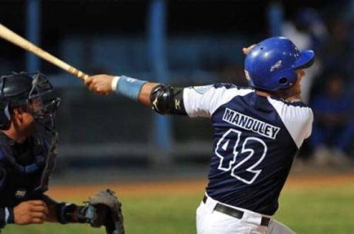 Manduley decidió el choque con cuadrangular en el décimo inning / FOTO Ricardo López