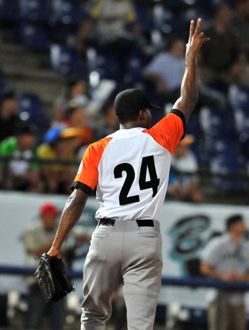 Actuación del abridor  V. Odelín (Cuba): 9,0 INN / 1 CL / 3 BB / 5 SO / 1 Hr / 0,93 ERA / 132 envíos, 81 strikes.