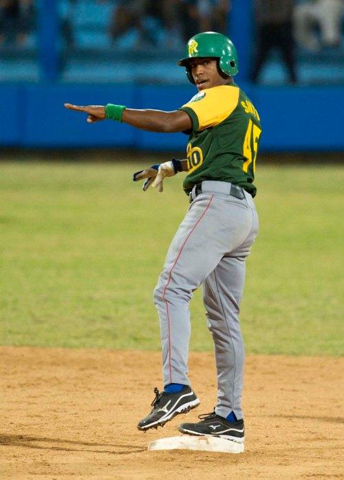 El granmense Roel Santos, refuerzo de Pinar del Río, consiguió una merecida inclusión en el selecto grupo / FOTO Yamil Lage