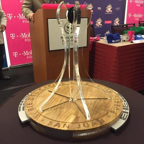 Trofeo que recibirá el  Campeón en la Serie del Caribe 2015