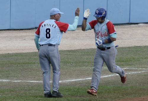 Borroto largó par de cuadrangulares en la entrada par igualar un record que tienen otros 27 bateadores / FOTO Luis Carlos Palacios Leyva
