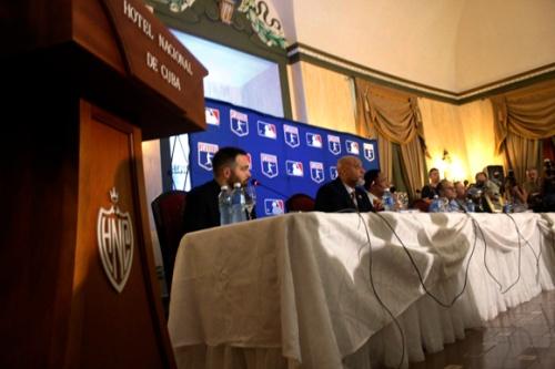 Delegación de Grandes Ligas durante la conferencia de prensa celebrada en el Hotel Nacional de Cuba