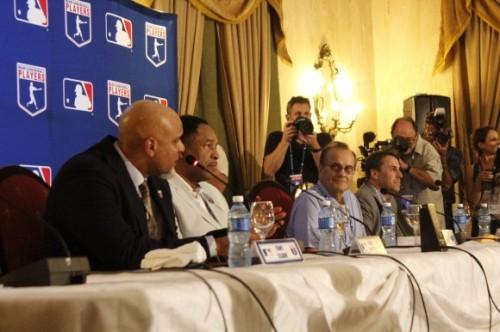 Delegación de Grandes Ligas durante la conferencia de prensa - copia