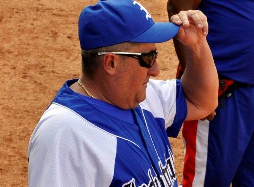 Javier Méndez, exjardinero de Industriales y uno de los grandes del béisbol cubano debuta en la 55 Serie Nacional como manager del equipo que defendió, en el estadio José Ramón Cepero de Ciego de Ávila, Cuba, el 31 de agosto de 2015. AIN FOTO/ Osvaldo GUTIÉRREZ GÓMEZ