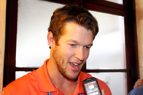 Klayton Kershaw, tres veces ganador del Cy Young en la Liga Nacional ofrece declaraciones a la prensa en La Habana - copia