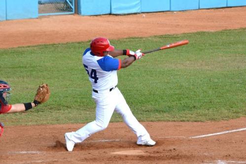 Debuta Alfredo Despaigne, cuarto bate del equipo de Granma, con victoria ante Matanzas 9 a 4, en el primer juego entre ambos equipos efectuado en la segunda fase de la LVI Serie Nacional de Béisbol, en la ciudad de Bayamo, provincia de Granma, Cuba, el 13 de noviembre de 2016. ACN FOTO/Armando Ernesto CONTRERAS TAMAYO